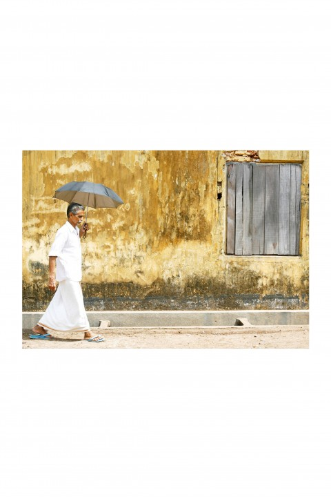Poster Walking The Streets of Cochin - India By Emmanuel Catteau